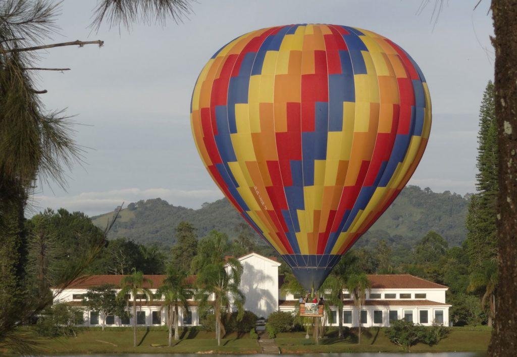 Parque das àguas de São Lourenço. Na foto o balneário e o balão, dois atrativos da cidade.